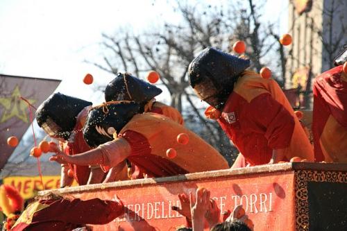 Битва апельсинами в Иврее, фото