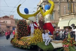 """На """"Парад цветов"""" в Сан-Ремо съезжаются десятки тысяч туристов"""