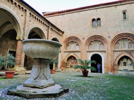 Двор Пилата в Болонье