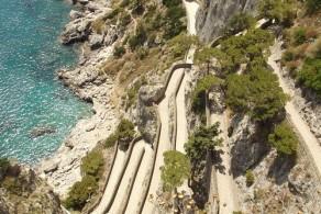 Улица Круппа одна из самых длинных, извилистых, и опасных улиц Капри