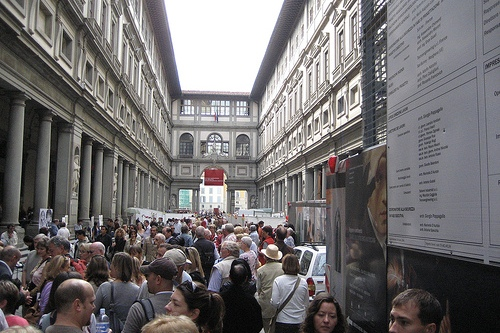 Очередь в Галерею Уффици, фото, Флоренция, Италия