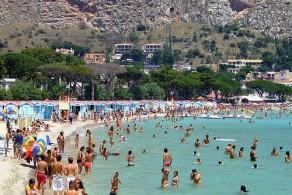 Июль на Сицилии – один из самых жарких месяцев в году. В это время столбик термометра днем почти не опускается ниже +30С