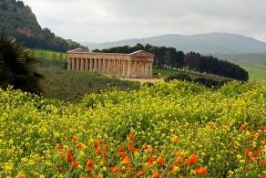 В марте на Сицилии частым гостем бывает сирокко - ветер из аравийских пустынь