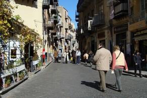 В январе на Сицилии в горных районах в самом разгаре лыжный сезон, а на побережье в ясную погоду вполне можно ходить в легком свитере