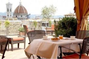 Достопримечательностями Флоренции можно любоваться с террасы отеля  Antica Torre или отправиться к ним пешком – прогулка займет всего несколько минут