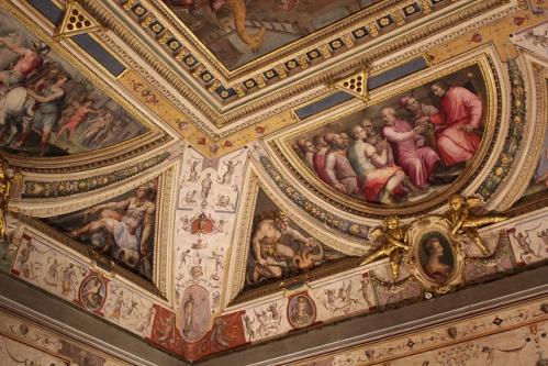 Фрески известных мастеров на стенах дворца