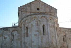 В Базилике Сан Гавино XI века находятся саркофаги с мощами святых мучеников Прото, Гавино и Януария