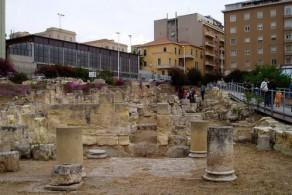 Архитектурный комплекс Вилла Тигелия находится в Кальяри, неподалеку от римского амфитеатра, у подножия холма Буон Саммино