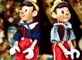 Пиноккио – симпатичный сказочный персонаж с большим носом станет отличным подарком из Италии и ребенку, и взрослому