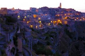 Самым древним сооружениям в Матере около семи тысяч лет, а более поздние скальные строения - с лабиринтами, лестницами и переходами