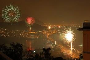 Неапольские пиротехнические шоу считаются одними из лучших зрелищных мероприятий, проходящих на Новый год в Италии