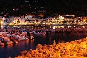 Эльба, несмотря на свои относительно небольшие размеры, является самым крупным островом Тосканского архипелага