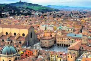 Болонья – один из крупнейших городов Италии, по количеству и сохранности историко-архитектурных памятников уступающий лишь Венеции