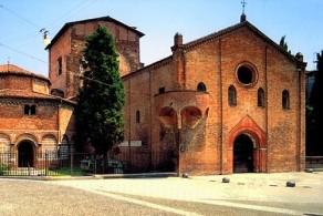 Монастырь Сан-Стефано, копирующий основные элементы иерусалимского Храма Гроба Господня, был возведен в Болонье еще в V веке