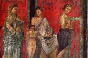 Внутренние стены зданий в Помпеях украшены фресками и мозаиками, иллюстрирующими легенды, ритуальные действа и жизнь простых горожан