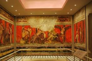 Вилла Мистерий получила свое название из-за фресок, изображающих дионисийские ритуалы.Когда-то эти «картинки» заменяли жителям Помпей обои и гобелены