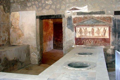 На что посмотреть в Помпеях, фото, термополия, древнеримская харчевня, Италия