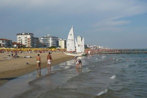Пляжи Лидо ди Езоло - это 15 километров удивительно мягкого желтого песка