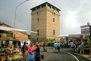 Башня св. Михаила в средние века защищала порт и соляные склады от пиратов