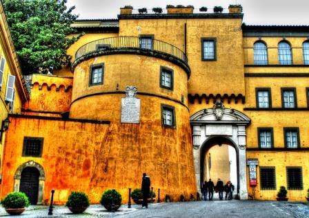 Экскурсия в Римские замки, замок Гандольфо, летняя резиденция Папы Римского, Рим, Италия