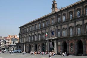 Королевский дворец расположен на главной площади Неаполя - Пьяцца-дель-Плебисцита