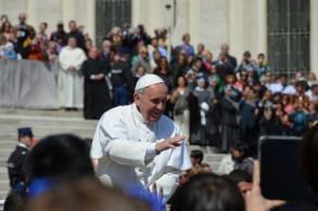 Летом аудиенция с Папой Римским проходит на Площади Святого Петра