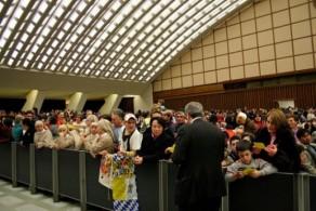 Попасть на аудиенцию Папы можно только при наличии заранее приобретенных билетов