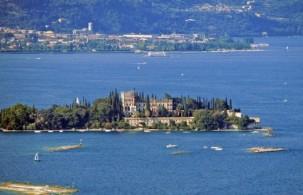 Остров Гарда - самый крупный из пяти островов озера