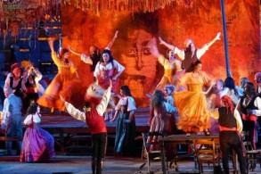 Опера Бизе «Кармен» на сцене веронского амфитеатра