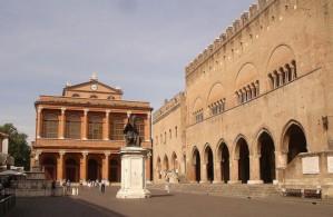 Со времен своей постройки в поздние годы Римской империи площадь Кавур служит центром Римини