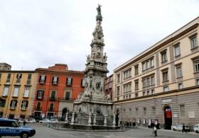 Площадь Джезу Нуово - одна из самых «исторических» площадей Неаполя