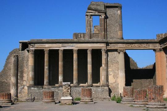 Экскурсия из Неаполя в Помпеи напомнит об одной из самых известных катастроф в истории человечества