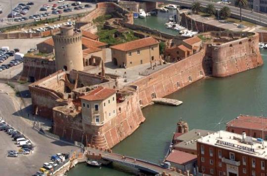 Портовый городок Ливорно поражает величием средневековой крепости
