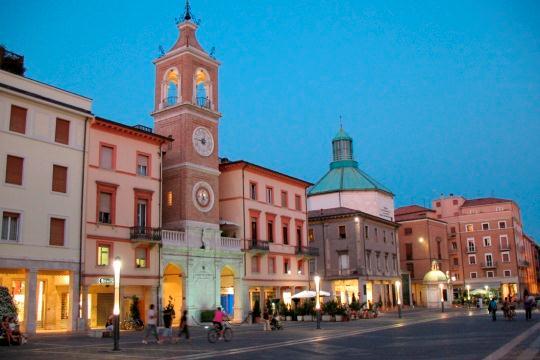 Как добраться из Римини во Флоренцию Как добраться из Римини во Флоренцию Piazza Tre Martiri Rimini