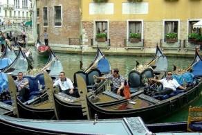 Количество гондольеров в Венеции жестко ограничено – их всего 425 человек
