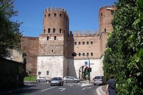 Стена была построена императором Аврелианом в 271-275 гг. н.э.