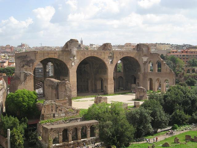 Базилика Максенция - самое крупное сооружение Римского форума