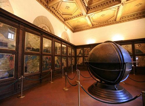 Зал географических карт