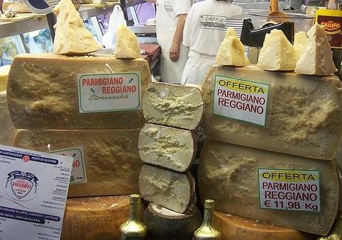 Сыр Пармиджано. Парма. Италия