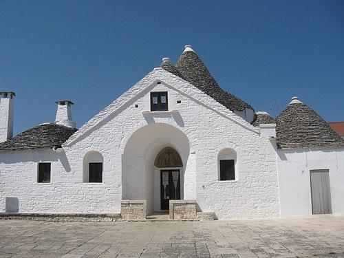 Трулло Соврано – единственный двухэтажный трулло-дом