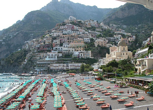 http://www.blogoitaliano.com/wp-content/uploads/2016/11/x640px-Positano_dalla_spiaggia.jpeg.pagespeed.ic.hj9lkEhP0m.jpg