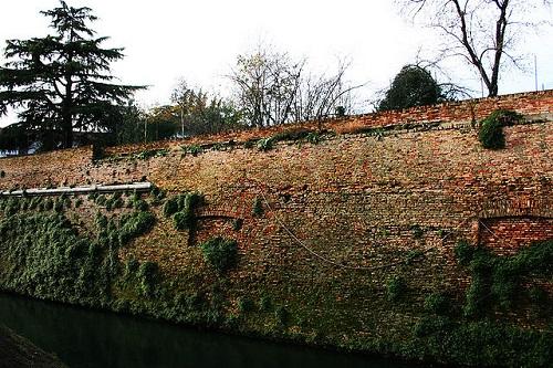 Крепостные стены города