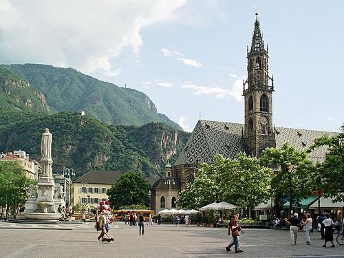 Площадь Вальтера - главная достопримечательность Больцано