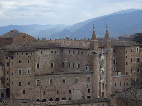 Герцогский дворец в Урбино - главная достопримечательность города
