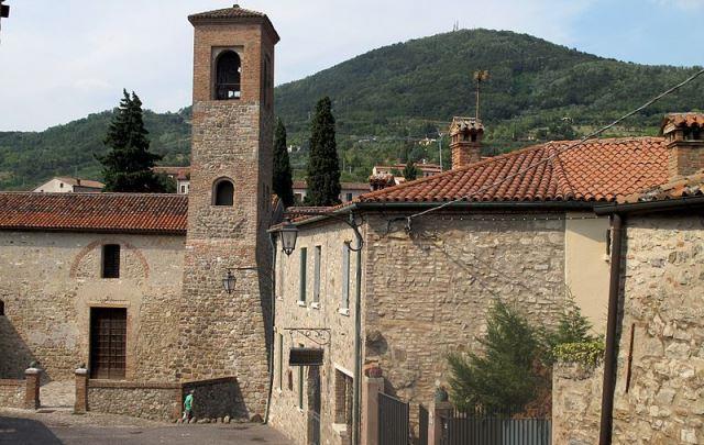 средневековый город Аркуа Петрарка