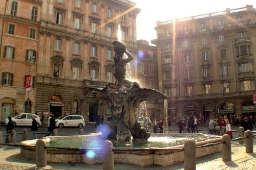 Фонтан Тритон в Риме