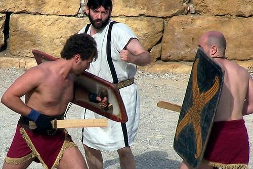 Шоу гладиаторов в Риме