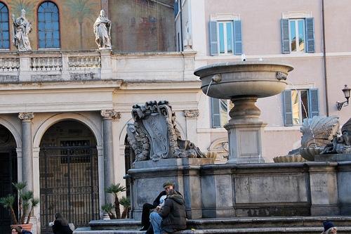 Площадь Санта Мария ин Трастевере в Риме