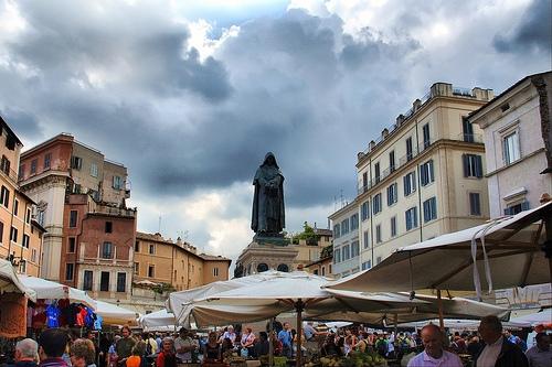 Площадь Кампо де Фьори в Риме