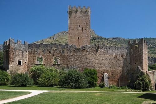 Замок Каэтани в Нинфе
